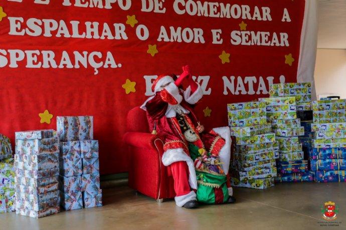 Entrega de presentes - Braganceiro