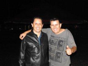 O prefeito Niltinho com o Dj da noite JN.
