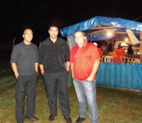 Sr. Orlando Cardoso e os seguranças da feira