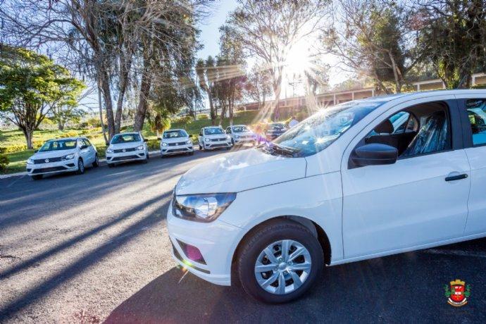 Prefeitura adquire 14 novos veículos para atender o município