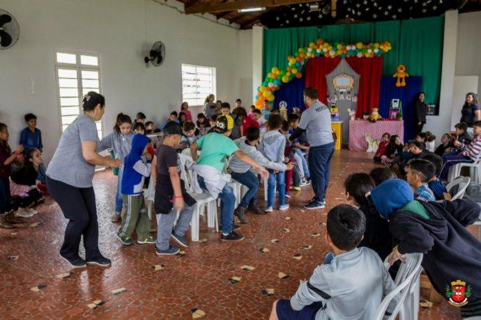 """""""Semana da criança"""" agita escolas do município"""