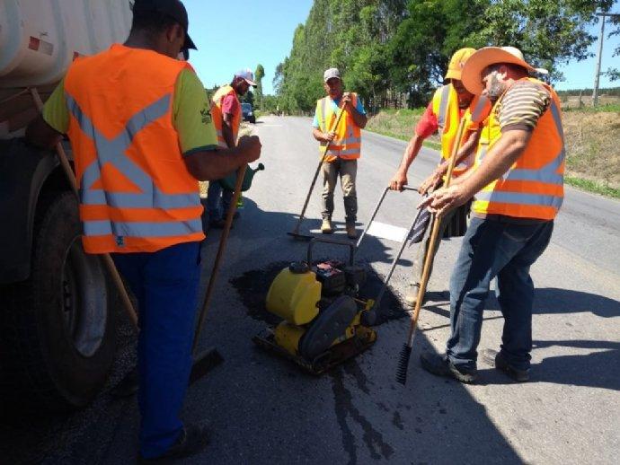 Prefeitura realiza operação tapa buraco na rodovia Luiz José Sguario