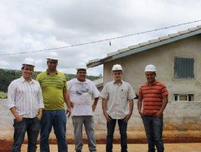 Retomada a construção de casas da CDHU.