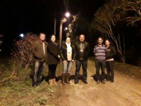 Prefeita acompanha instalação de iluminação pública no Bairro Casemiro