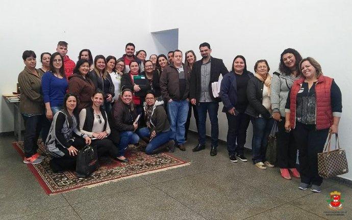 Equipe da coordenadoria de compras faz reunião com membros da Secretaria de Educação
