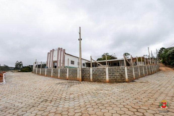 Pavimentação com lajotas continuam no Bairro do Braganceiro