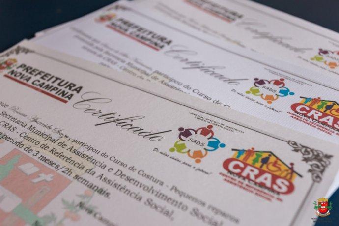 Secretaria de Assistência Social entrega certificados de conclusão de cusos