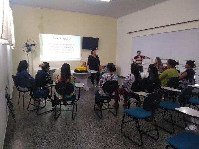 Novas integrantes do Projeto Preparar para Trabalhar participam de treinamento