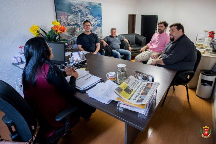 Prefeita Josi faz reunião com representantes do Banco do Brasil