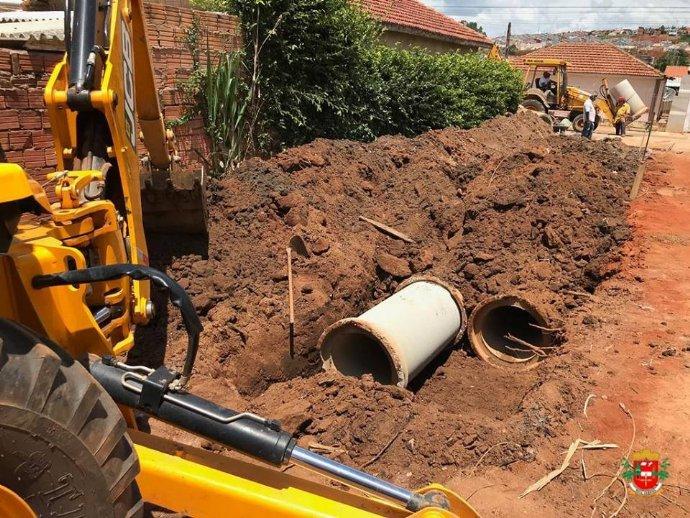 Prefeitura realiza instalação de novas tubulações para captação de águas pluviais