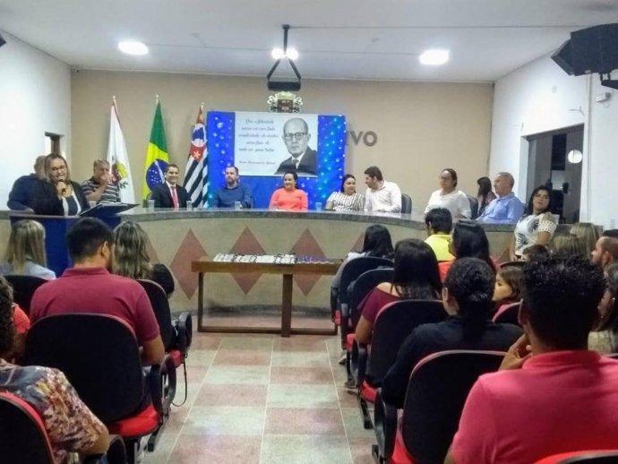 Cerimônia de entrega da medalha Carlos Drummond de Andrade é realizada