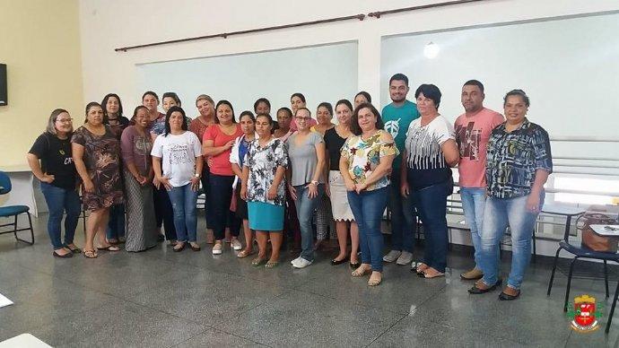 Secretarias de Assistência Social e Educação realizam reunião com as novas integrantes do Projeto Preparar para Trabalhar