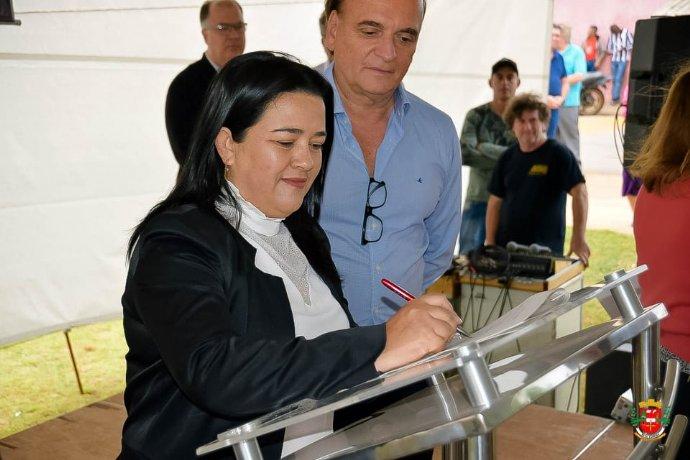 Prefeita assina convênio com ITESP para regularização fundiária do bairro Longa Vida