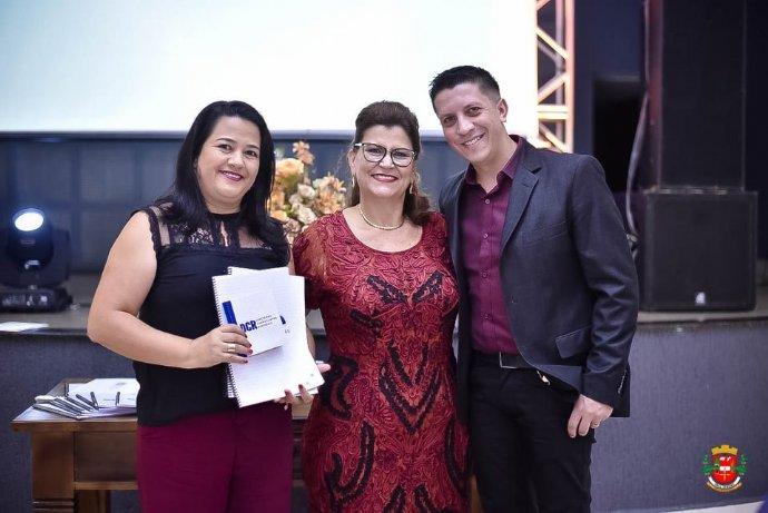 Prefeita de Nova Campina e sua equipe de Educação participam do lançamento da DCR