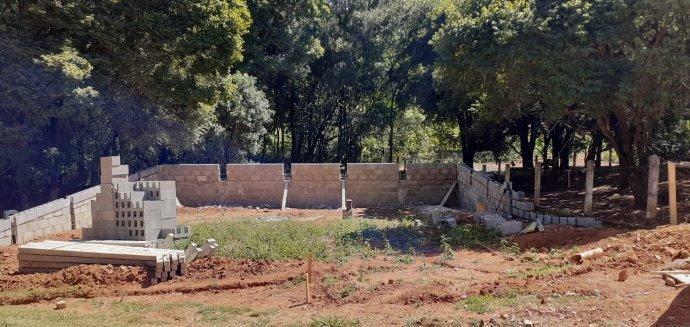 Obras de fechamento do poço e construção da casa de bombas no Barreiro já estão em andamento