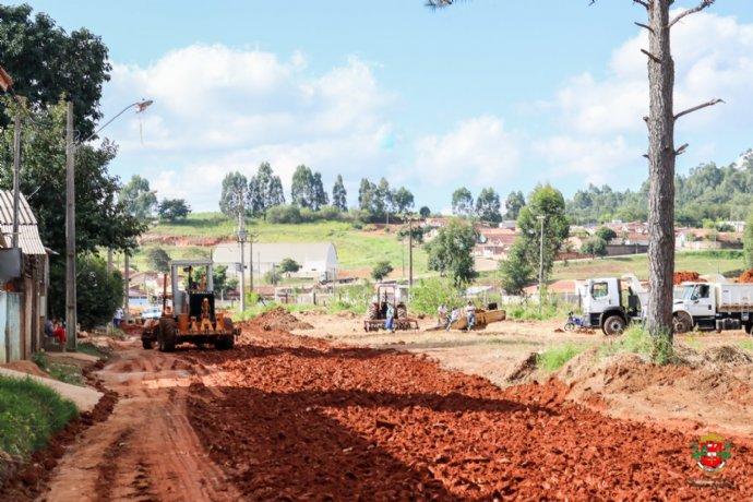 Prefeitura inicia obras de pavimentação na Rua Antonio Marcos de Oliveira