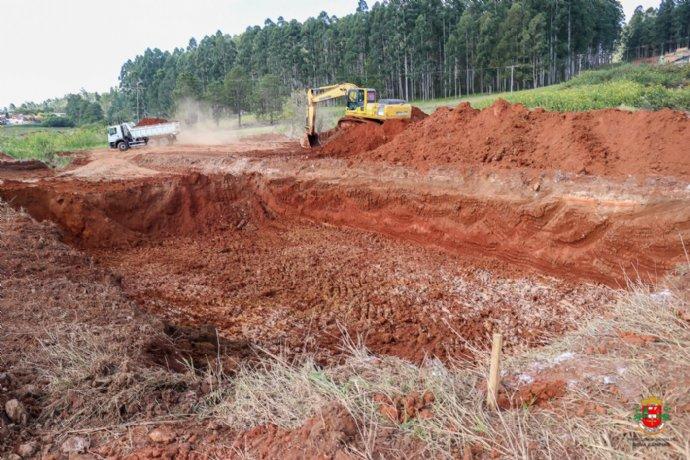 Prefeitura constrói lagoa de contenção para amenizar os efeitos das fortes chuvas