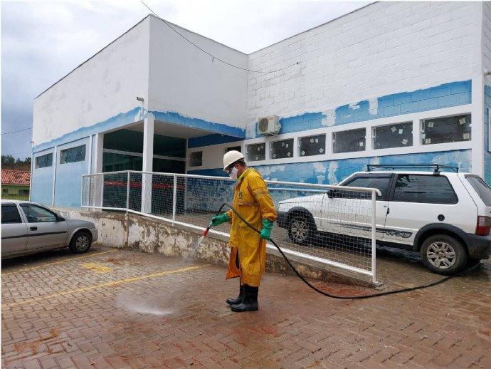 Sabesp realiza serviço de desinfecção na área externa do Posto de Saúde