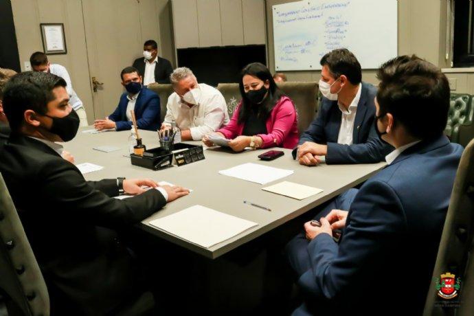 Em reunião com Marco Vinholi, prefeita reforça pedido de recapeamento da Vicinal Luiz José Sguario.