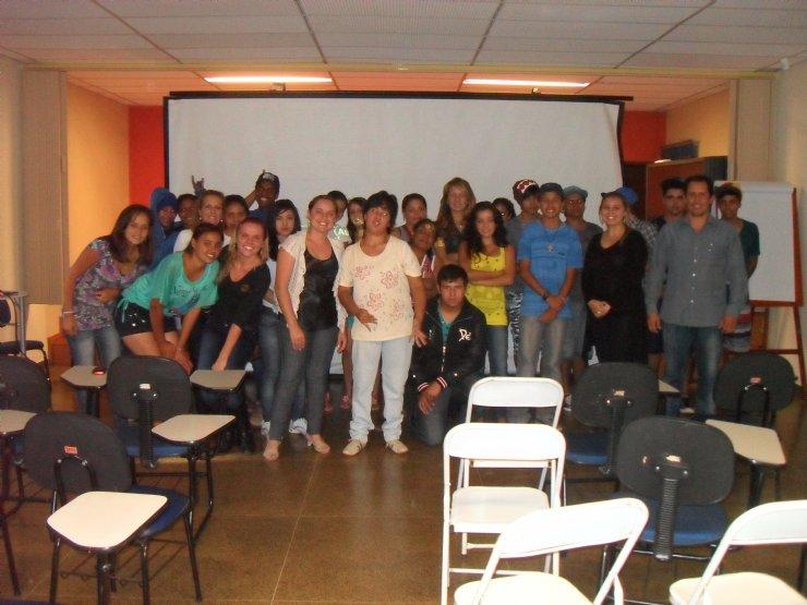 Beneficiados do Programa Ação Jovem com o prefeito Niltinho