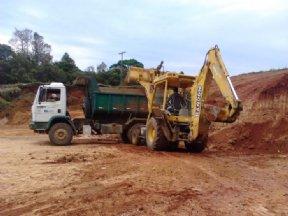 A Prefeitura Municipal em parceria com a Marquesa S/A realizou terraplanagem no Distrito de Itaoca.