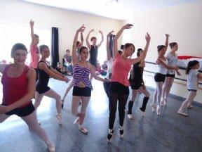 """O Departamento de Cultura e Turismo divulga o Festival de Dança de Fim de Ano """"Um Conto de Natal""""."""