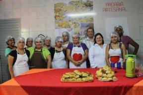Prefeito participa da formatura da Padaria Artesanal.
